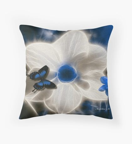 ~ DAFFODIL ~ Throw Pillow