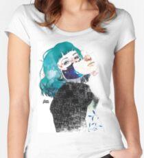 Si me callas by elenagarnu Camiseta entallada de cuello ancho
