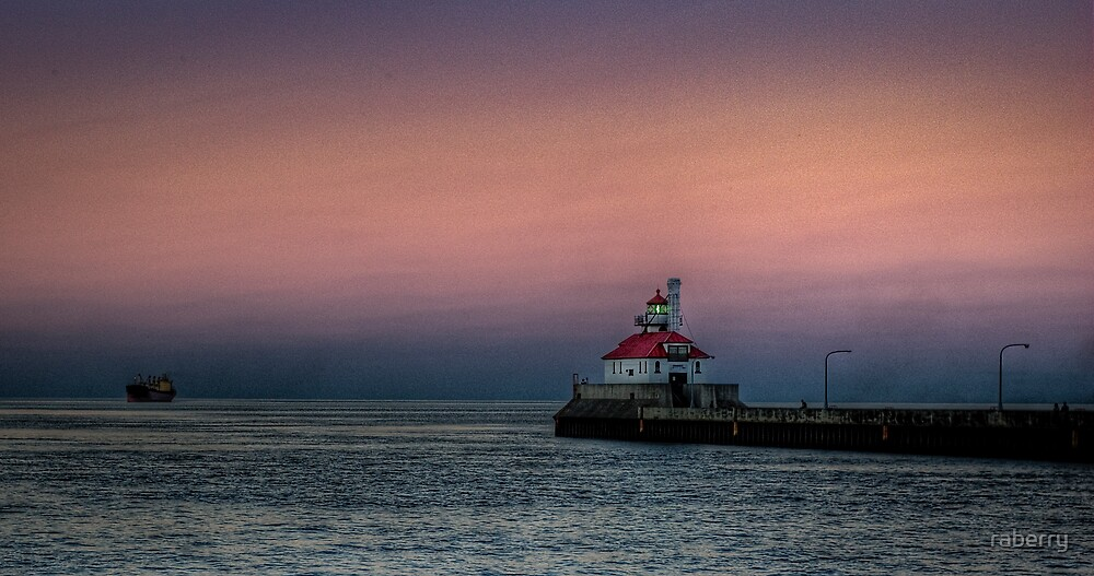 Duluth Harbor South Breakwater Lighthouse by raberry