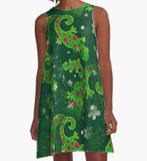 Vestido acampanado Diseño de fondo verde manchado Wild Lagarto