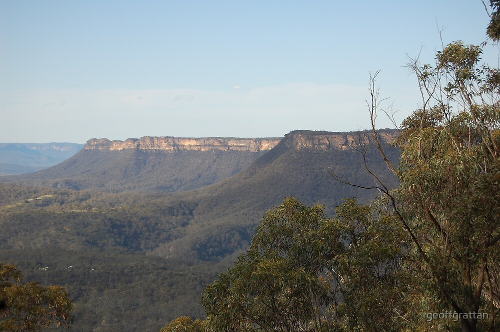 Wombeyan Caves Road looking north Kanagra Walls in the background by geoffgrattan