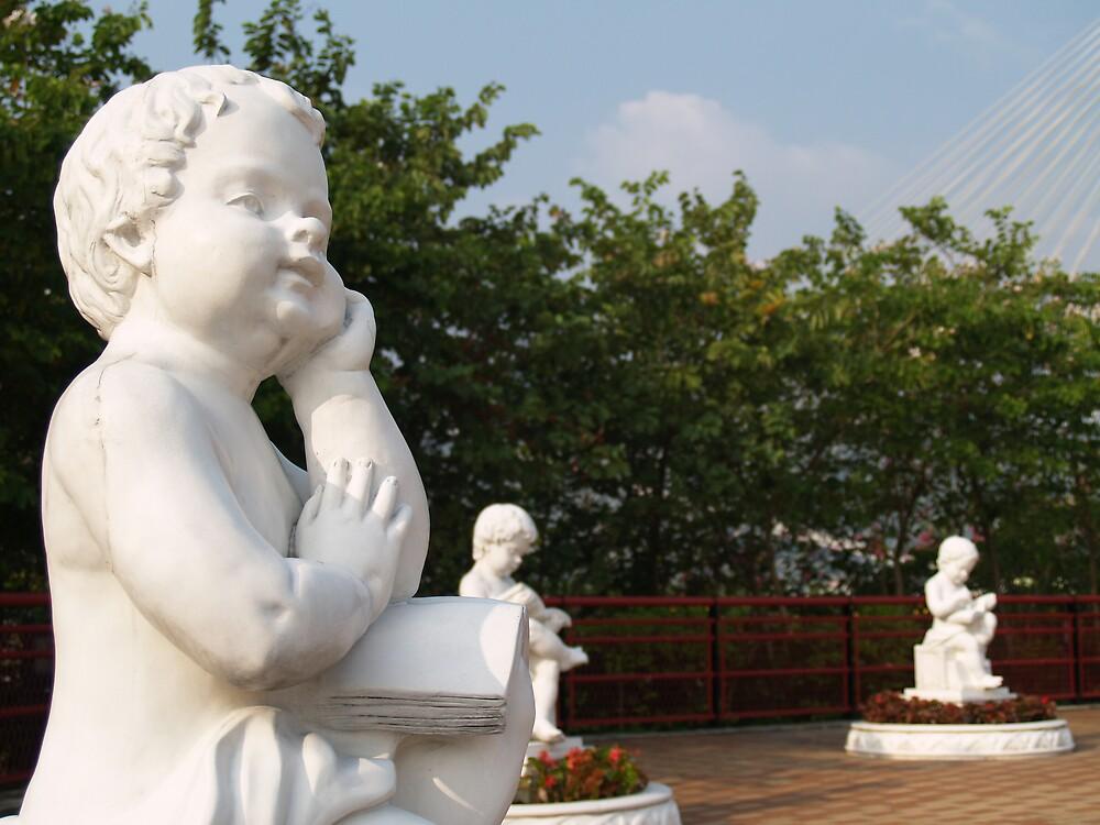 Thinking Statue by SingleShot