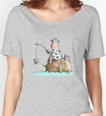 Cow fishes a milk box - Fishing - Gift - Fish - Cartoon Women's Relaxed Fit T-Shirt