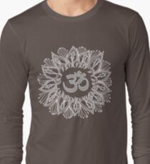 Om mandala in white Long Sleeve T-Shirt