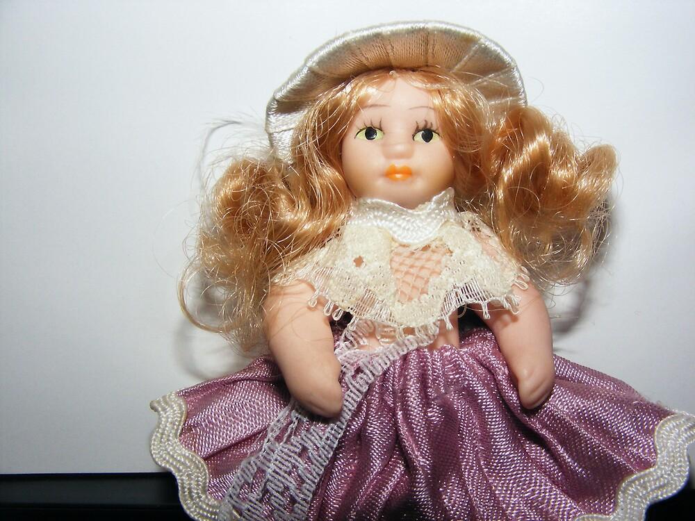 mini doll 02 by Tamara Bobst