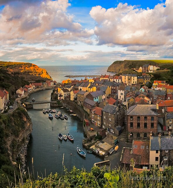 Staithes by hebrideslight