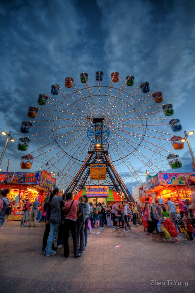 Big Wheel at the Royal Adelaide Show by Zhen Ti Yong