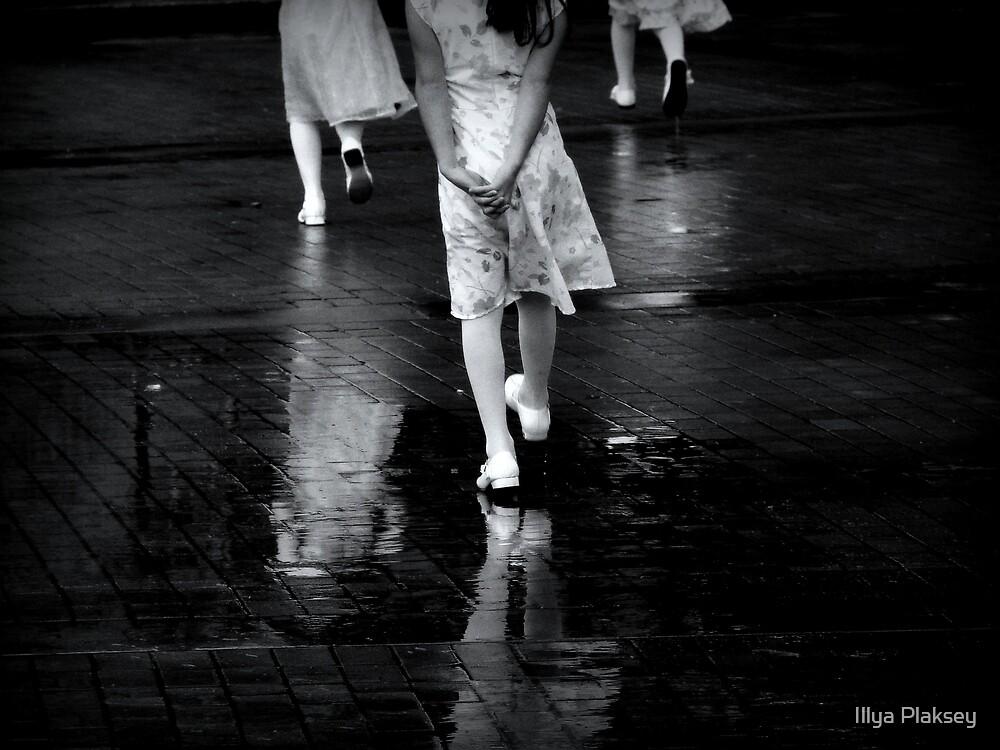 Walking Queens by Illya Plaksey