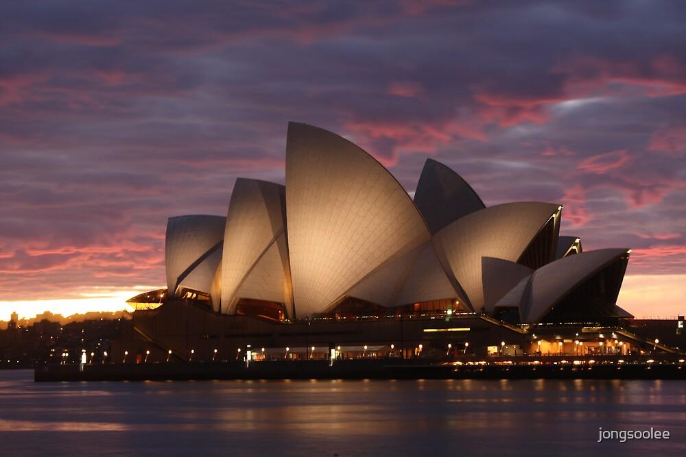 Opera House sunrise by jongsoolee
