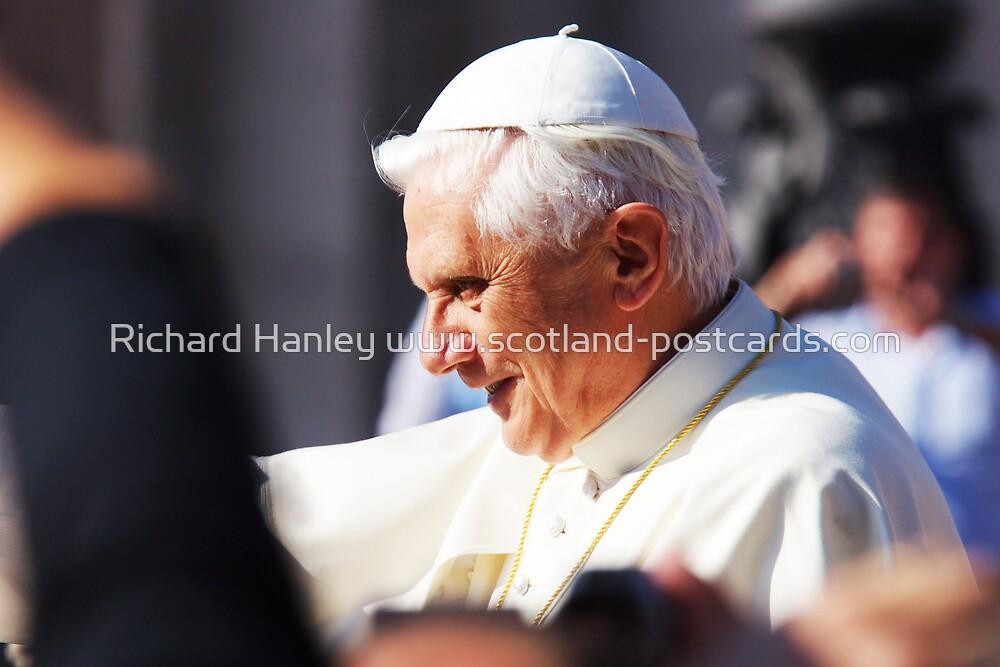 Crowding The Pope by Richard Hanley www.scotland-postcards.com
