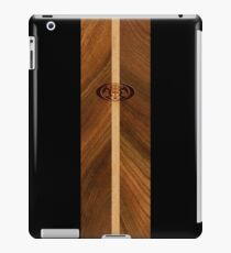 Rocky Point Hawaiian Faux Holz Surfbrett - Schwarz iPad-Hülle & Klebefolie