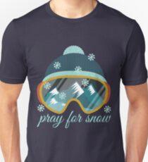 Pray for Snow. Love skiing. Sport.Ski.Mountains. T-Shirt