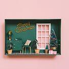 «Casa de muñecas con decoración navideña» de Alita  Ong