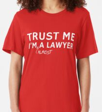 Croyez-moi, je suis presque un avocat T-shirt ajusté