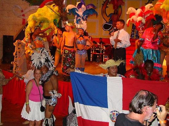 entertainers at Dominican Rep by chord0