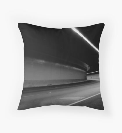 urb une Throw Pillow