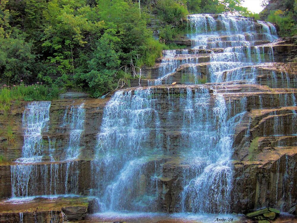 Beautiful Falls by orperannie