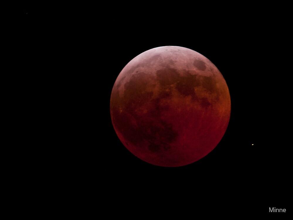 lunar eclipse by Minne