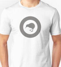 Roundel der neuseeländischen Luftwaffe (geringe Sichtbarkeit) Slim Fit T-Shirt