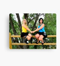 Female Spock and Kirk in love Canvas Print