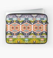 Nahtloses aztekisches Muster mit geometrischen Elementen Laptoptasche