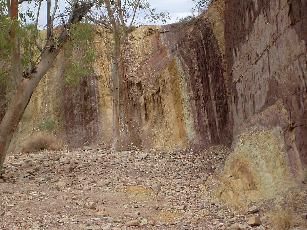 Ochre Pits out of Alice Springs Australia by chris51
