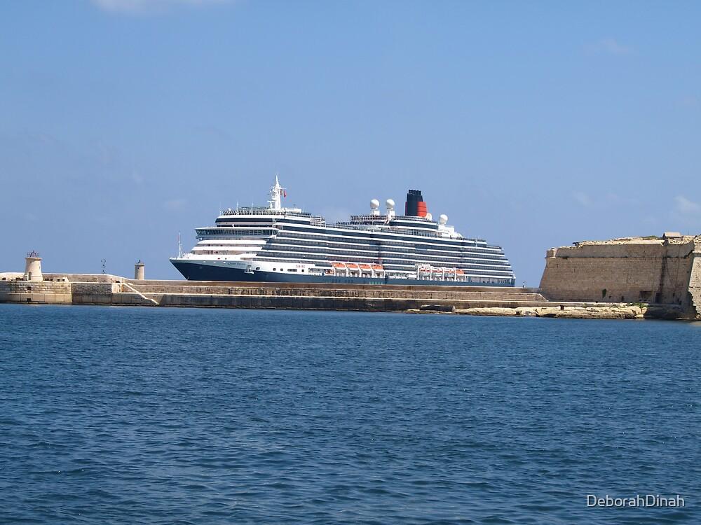 Queen Victoria entering Grand Harbour by DeborahDinah