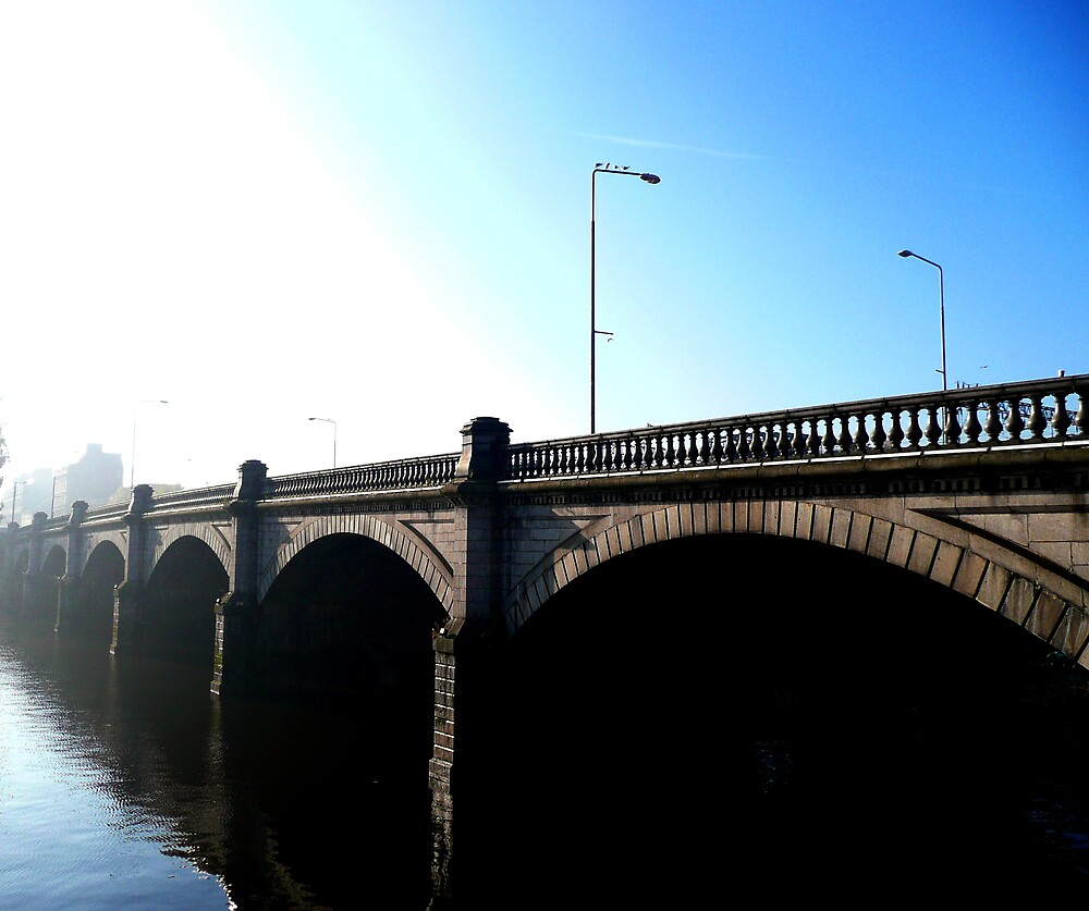 Blue, Clear Skies In Glasgow by stevain