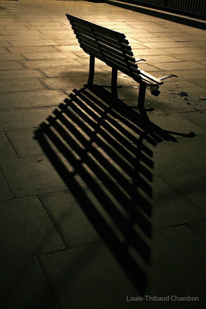 Lonely bench - Front by Louis-Thibaud Chambon