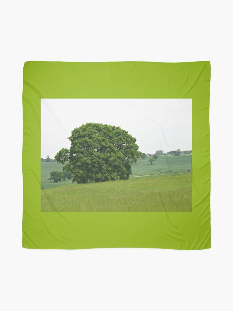 Alternative Ansicht von Hillside View - Einsamer Baum Tuch
