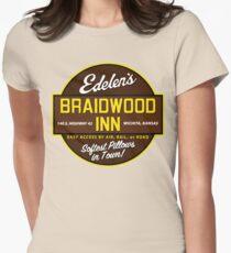 """""""Braidwood Inn - Wichita KS"""" - Motel auf """"Flugzeuge, Züge & Automobile"""" Tailliertes T-Shirt"""