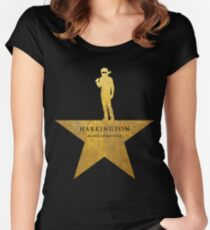 Camiseta entallada de cuello redondo HARRINGTON: Una niñera estadounidense (textura dorada)