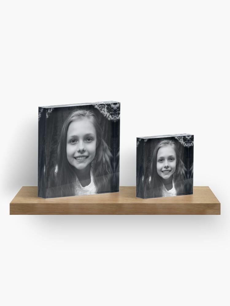 Alternative Ansicht von Hannahs Porträt Acrylblock