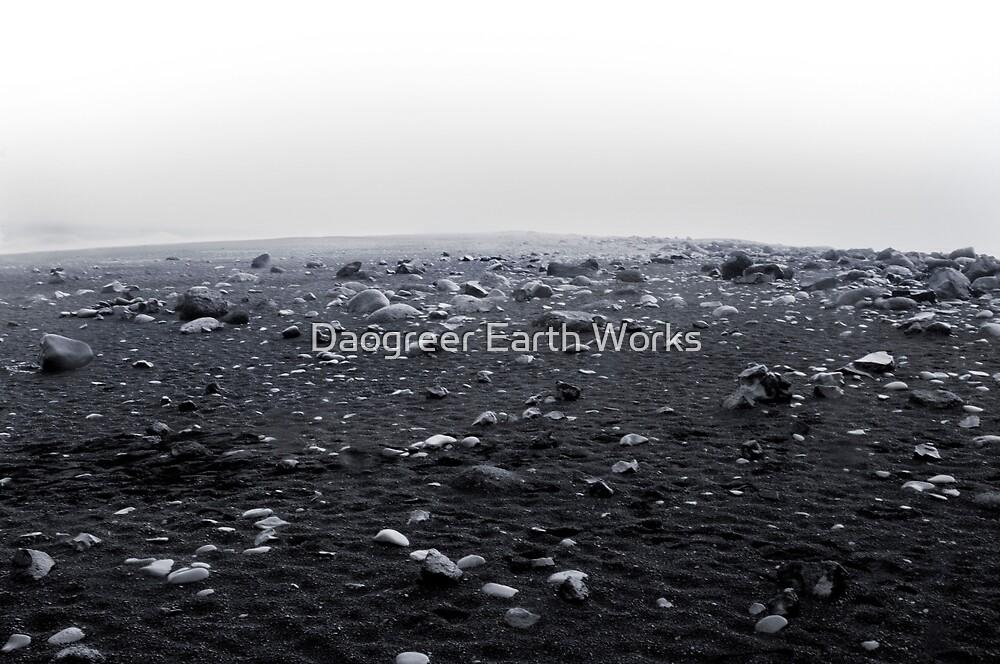 Ceci N'est Pas Svart og Hvítt by Daogreer Earth Works