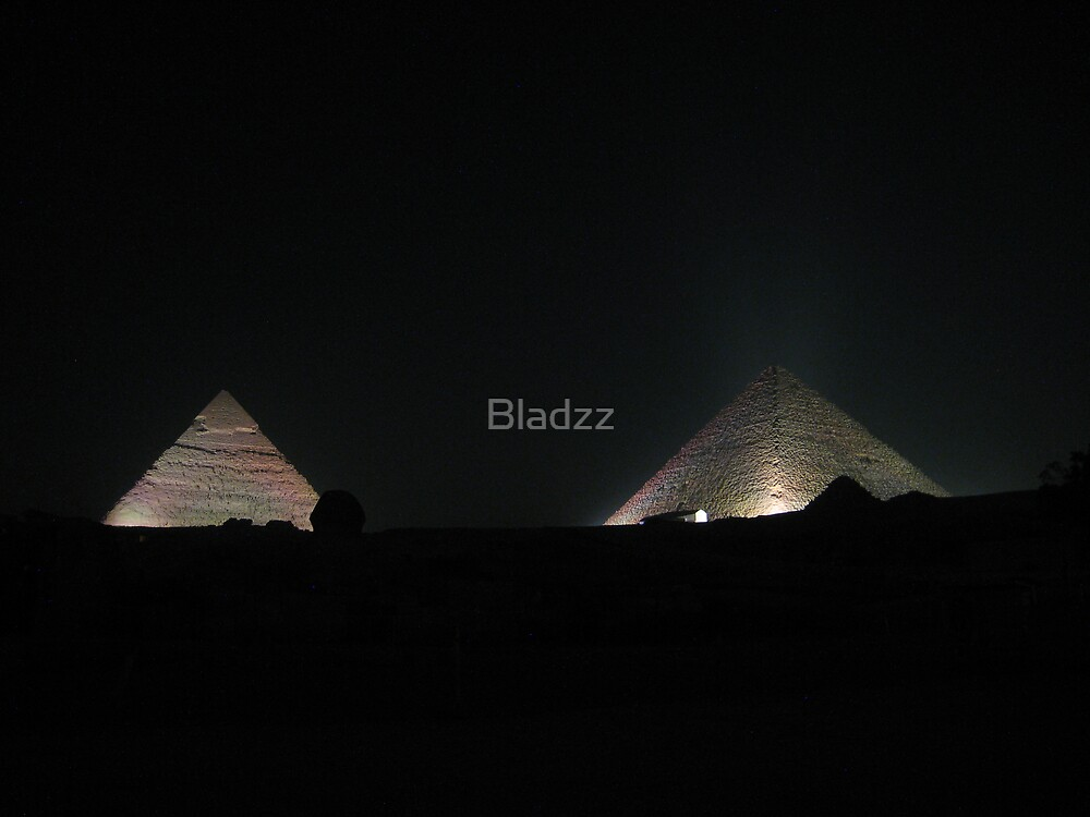 Pyramids by night by Bladzz