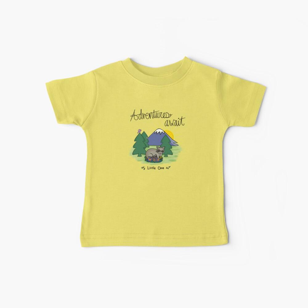 Abenteuer erwarten Little Raccoon Baby T-Shirt