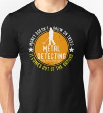 Metal detecting tshirt - great gift for treausre hunters and metal detectorists T-Shirt