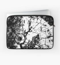 Cracked Wood Creature - Shee Texture / Pattern Laptop Sleeve