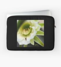Princess of the Night - Bloom Close Up  Laptop Sleeve
