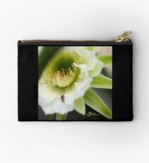 Princess of the Night - Bloom Close Up  Studio Pouch