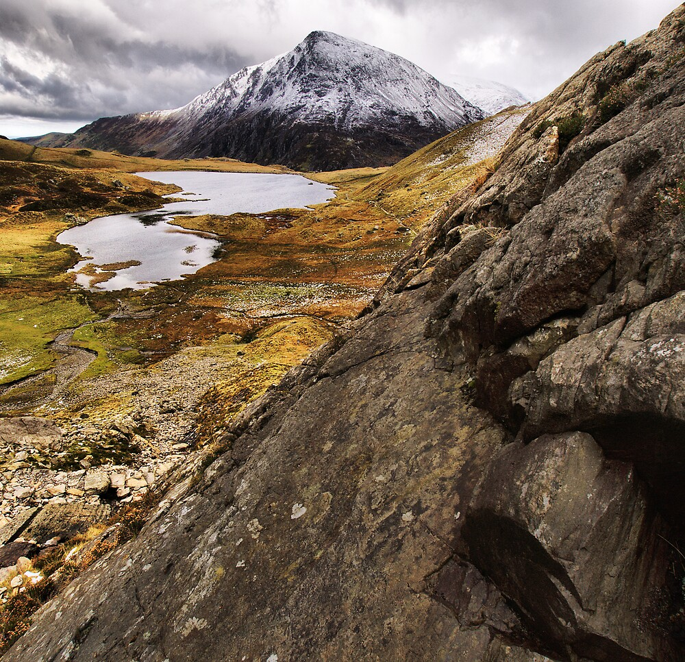 Llyn Idwal by Julian MacDonald