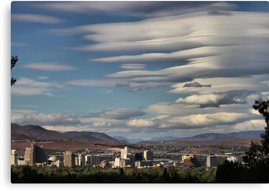 Lenticular Cloud Show by doubleheader