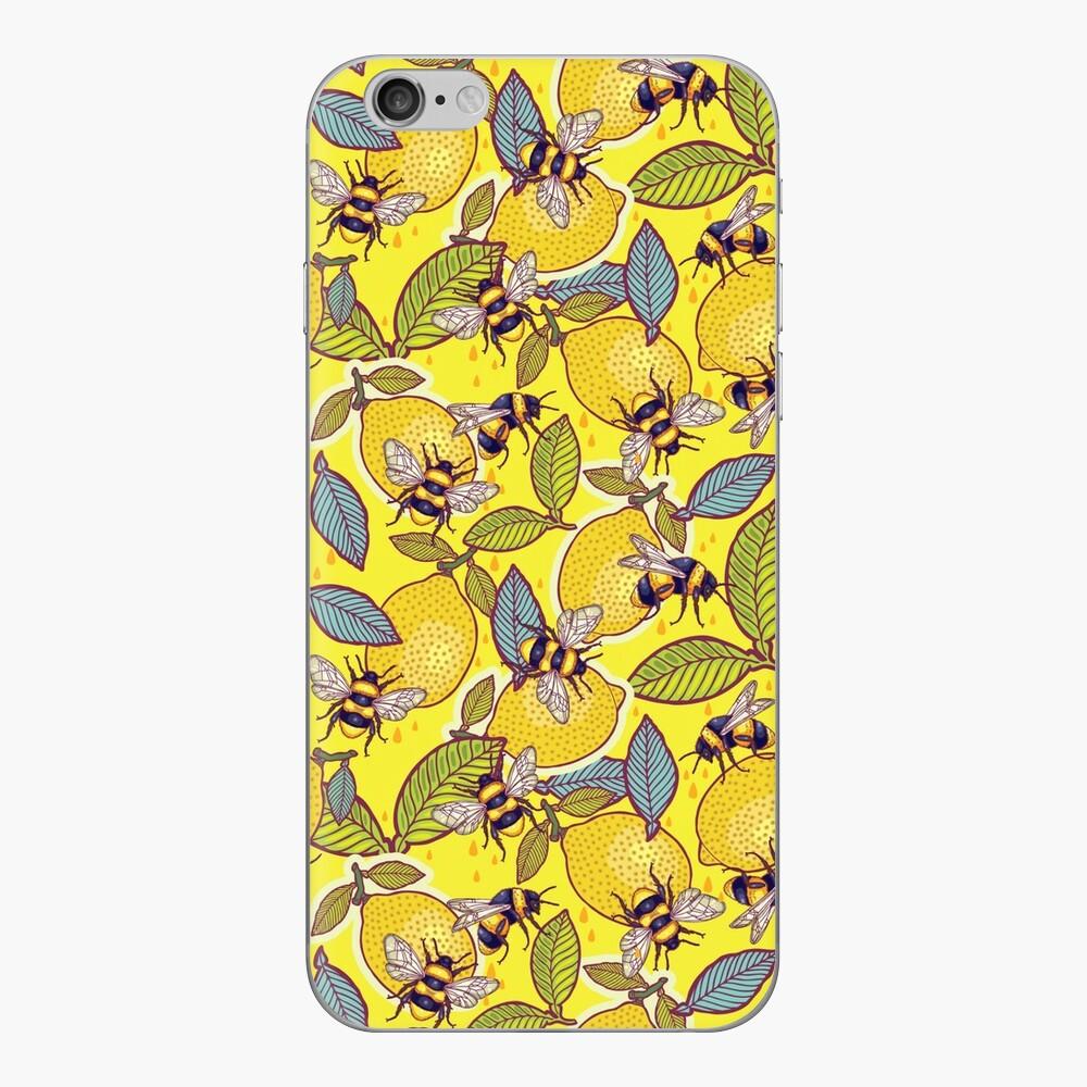 Gelber Zitronen- und Bienengarten. iPhone Klebefolie