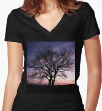 Two Trees embracing Women's Fitted V-Neck T-Shirt
