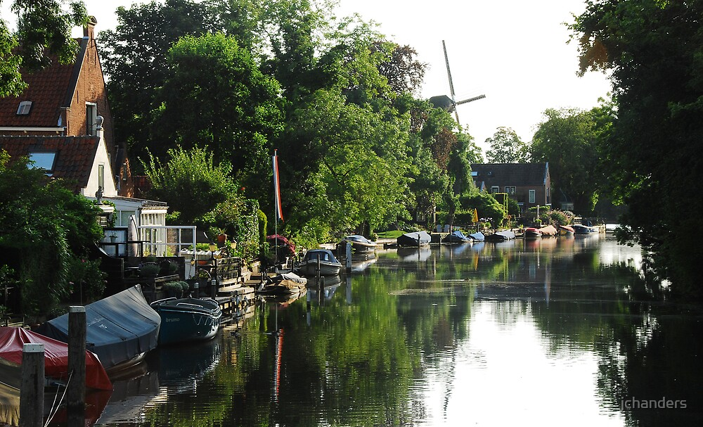 A quiet morning at the River Vecht by jchanders