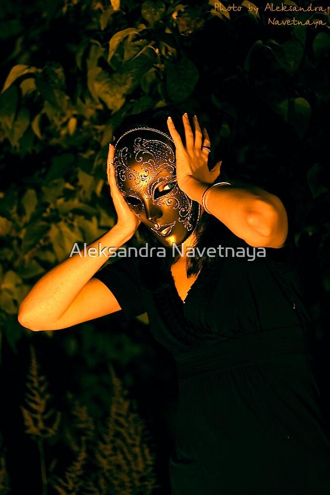 Golden Mask by Aleksandra Navetnaya