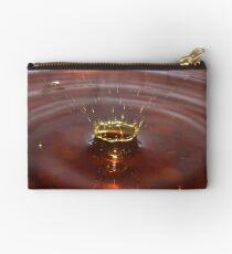 Das Spritzen - Wassertropfen-Fotografie-rotes goldenes Wasser-Spritzen Täschchen
