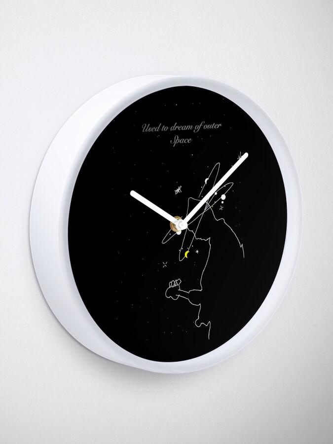 Alternative Ansicht von Outerspace Träumen Uhr