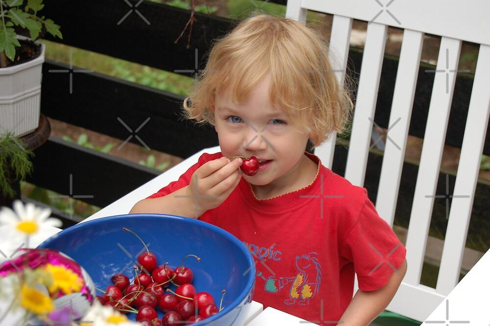 Eating berries by loiteke