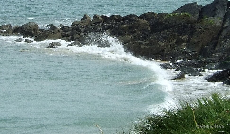 Crashing Waves by GemmaTree